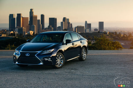 New 2016 Lexus ES 300h offers more luxury to North American customers