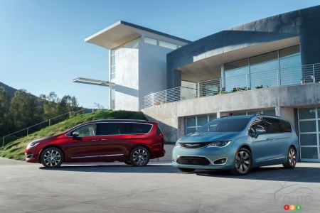 Detroit 2016 Bye Chrysler Town Country Hello Pacifica