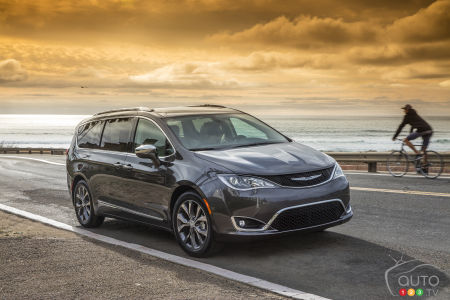 Two Additional Versions of the 2017 Chrysler Pacifica for Canada