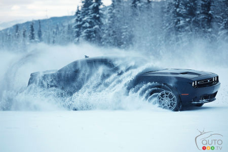 New 2017 Dodge Challenger GT with AWD has fun in the snow (video)