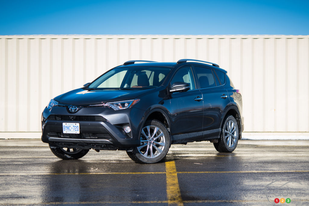 the 2016 toyota rav4 awd limited is an ideal family cuv car reviews auto123. Black Bedroom Furniture Sets. Home Design Ideas