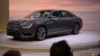 Toronto 2016: 2017 Lincoln Continental Unveiled
