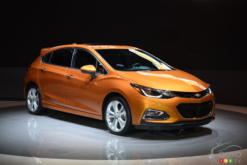 Toronto 2016: Chevy Bolt EV and Cruze Hatchback unveiled