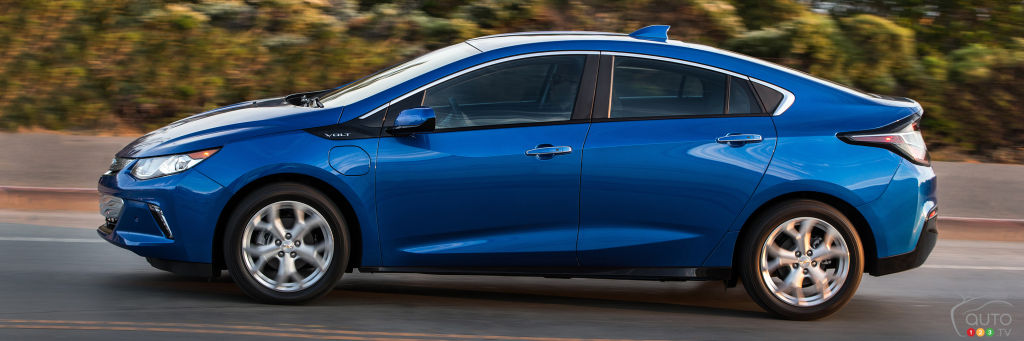 Auto123 New Cars Used Cars Auto Shows Car Reviews Amp Car News ... Chevy Volt named Canadian Green Car of the Year   Car News   Auto123