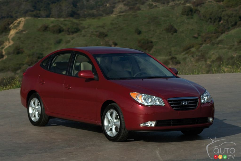 hyundai elantra recalled in canada over airbag concerns. Black Bedroom Furniture Sets. Home Design Ideas