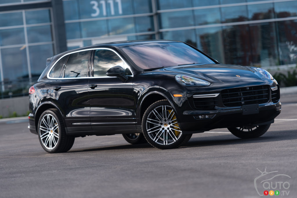 Porsche unveils new twin,turbo V8 for Cayenne, Panamera