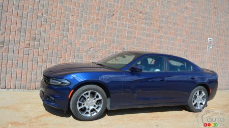 2016 dodge charger reviews from industry experts auto123. Black Bedroom Furniture Sets. Home Design Ideas