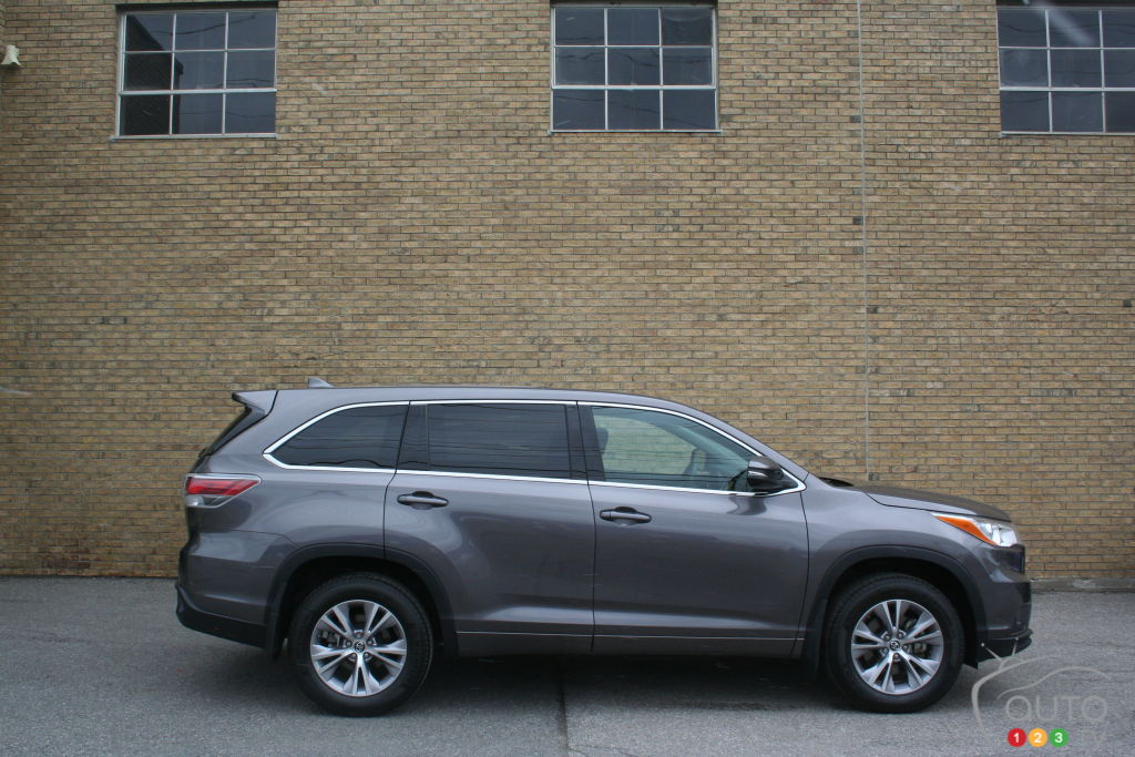 2016 toyota highlander is the cream of the crop car news. Black Bedroom Furniture Sets. Home Design Ideas