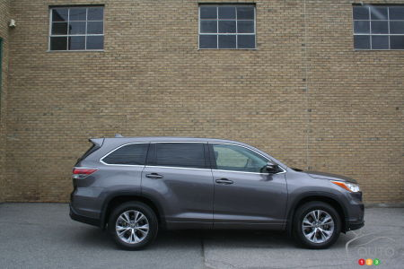 2016 Toyota Highlander LE Convenience Review