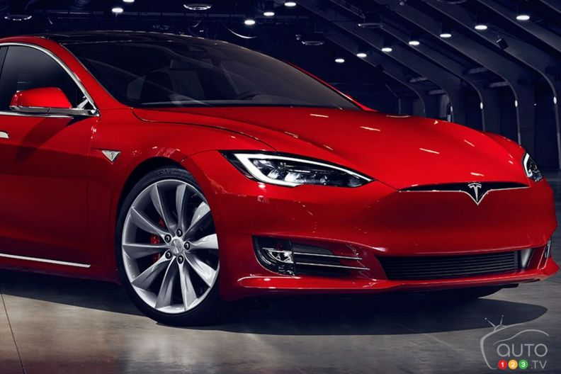 tesla model s 60 and 60d added to electric sedan lineup car news auto123. Black Bedroom Furniture Sets. Home Design Ideas