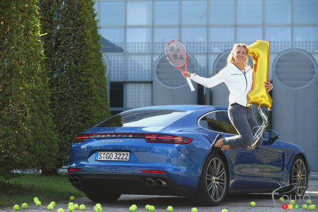Porsche Panamera Turbo meets world's top female tennis player