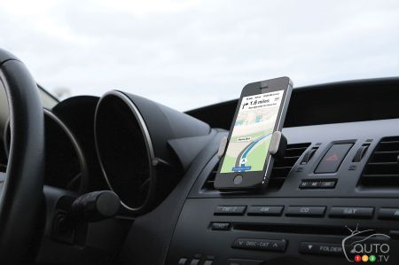 Christmas Gift Ideas: Smartphone Holders for the Car
