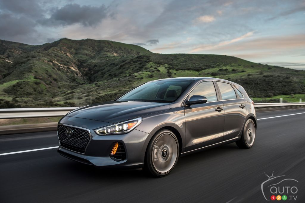 Chicago 2017: All-new 2018 Hyundai Elantra GT unveiled (videos)