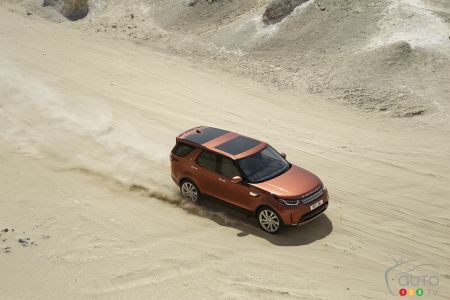 2017 Land Rover Discovery Offers Serenity in the Storm