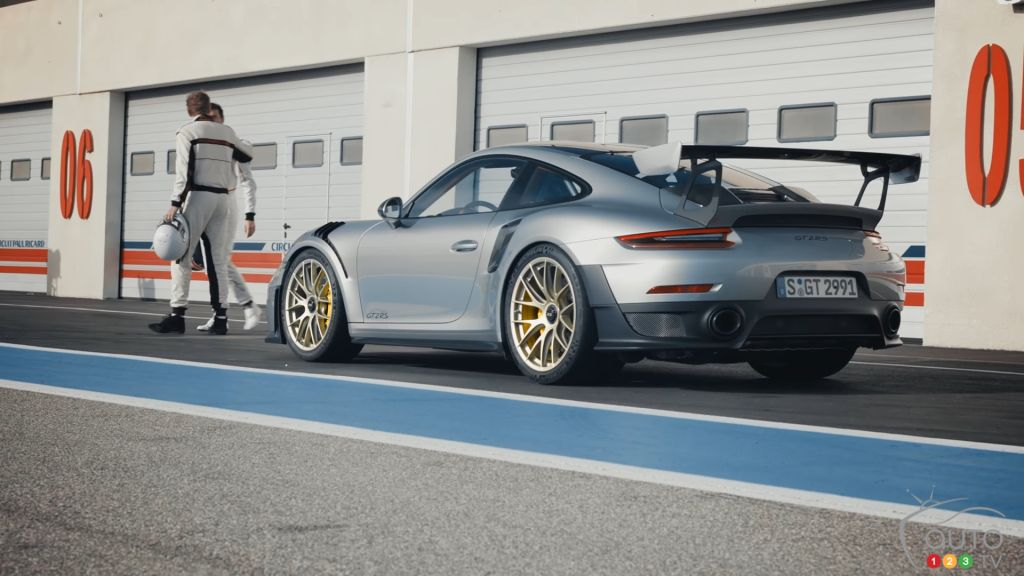 Duel of Legendary Drivers in the 700-hp Porsche 911 GT2 RS