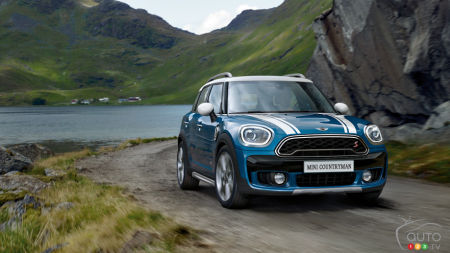 MINI Countryman Offers a Room with a (Gorgeous) View