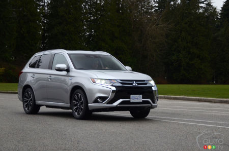 2018 Mitsubishi Outlander PHEV Review and Pricing | Car