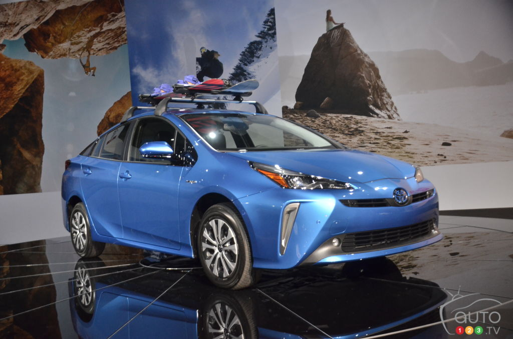 Los Angeles 2018: Toyota unveils Prius AWD-e