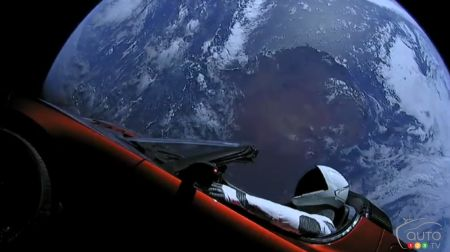 Tesla Launches New Roadster… into Space! (Videos)