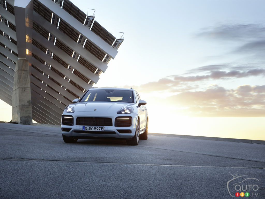 A Range of 44 km for the New 2019 Porsche Cayenne Plug-In Hybrid