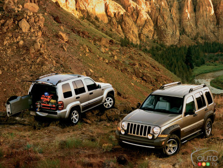 FCA recalls 325,000 Older Jeep Libertys