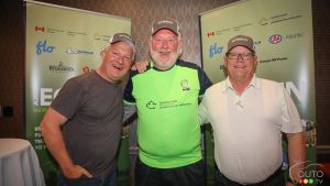 Jim Kerr (centre) won the top spot for his EcoRun mileage. Mark Richardson, President of AJAC (left) and Eric Descarries of Auto 123 accompany him.