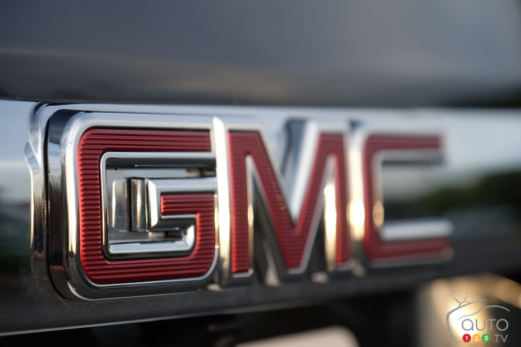 GM Recalls 1.2M Pickups, SUVs over steering problem