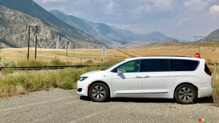 Review of the 2018 Chrysler Pacifica Hybrid: Road Trip Edition!