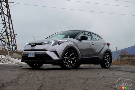 2019 Toyota C-HR review | Car Reviews | Auto123