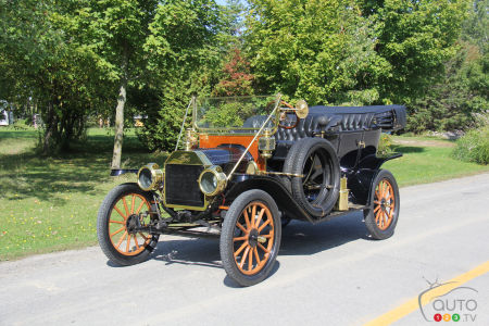 Driving 101: We Get Behind the Wheel of a 1912 Ford Model T!
