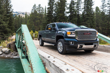 GM Recalling 324,000 HD Diesel Pickups Over Fire Risk