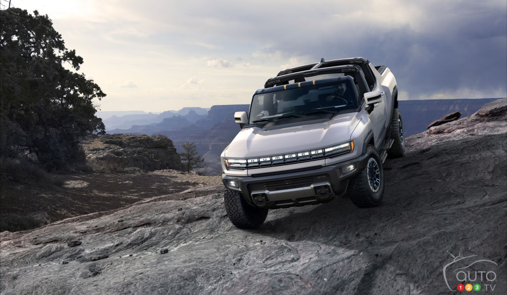 2022 GMC Hummer Debuts: Full Images
