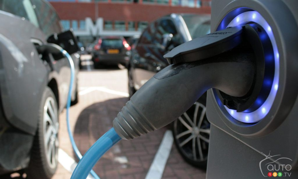 Electric Vehicles: 7 Out of 10 Americans Say they're Interested