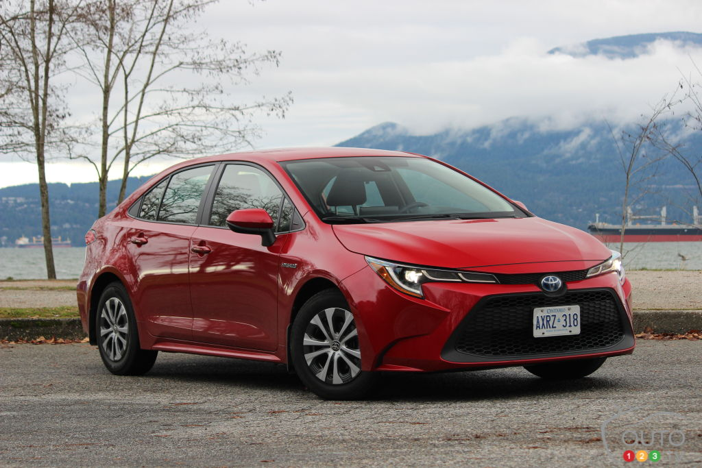 2020 toyota corolla hybrid review | car reviews | auto123