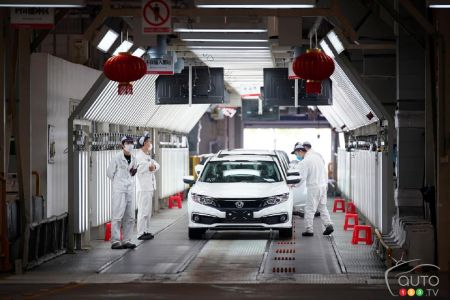 Carmakers Plan Gradual Reopening of Auto Plants