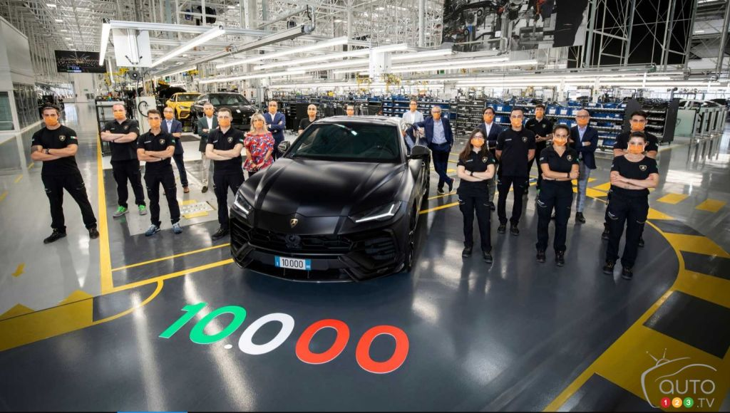 Lamborghini Builds its 10,000th Urus SUV