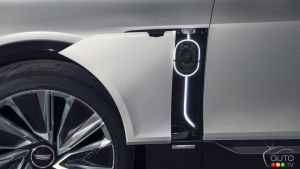 Cadillac Lyriq, charge port