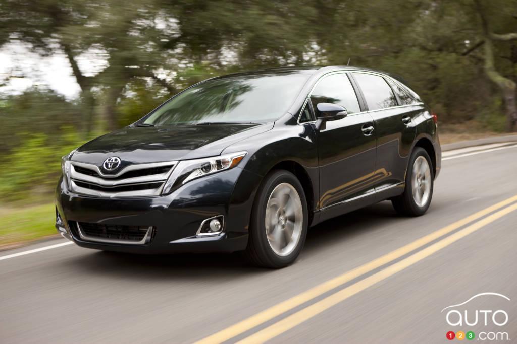 Toyota Recalling 373,000 Older Venzas Over Airbag Problem