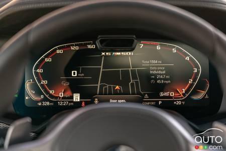 2020 BMW X6 M50i, data screen