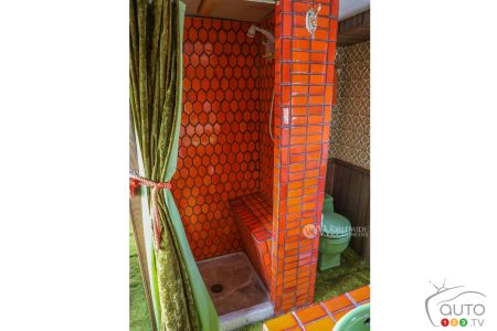Bathroom of the Camelot Cruiser