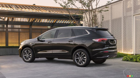2022 Buick Enclave, three-quarters rear