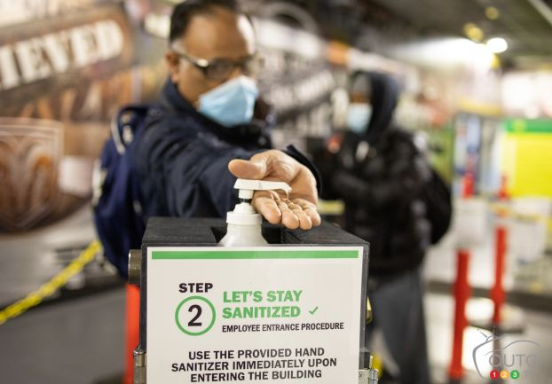 A worker in the FCA plant in Warren