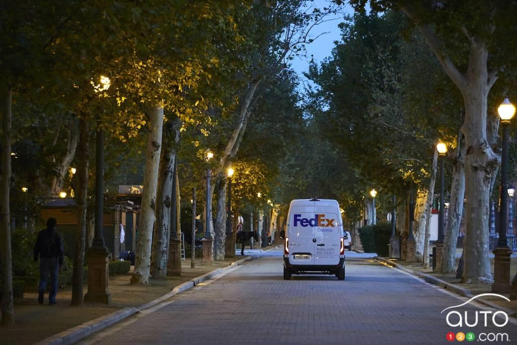 Véhicule de livraison FedEx