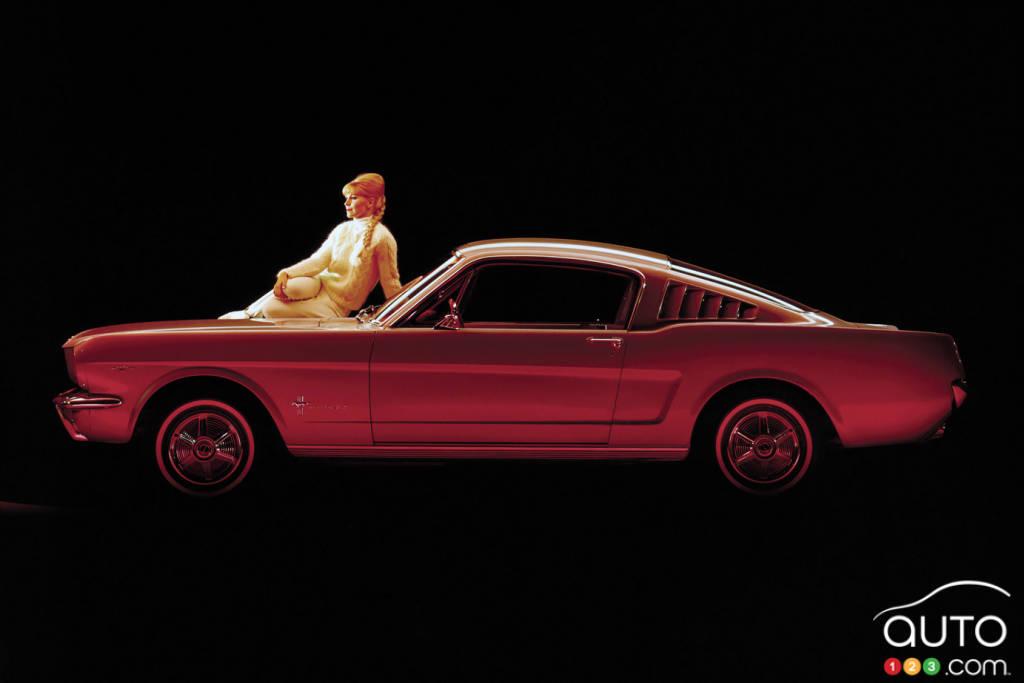 Ford Mustang 1965, dans le noir