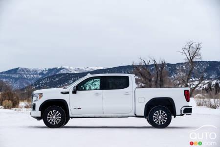 GMC Sierra 1500 AT4 Diesel, profile
