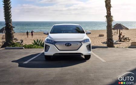 2020 Hyundai Ioniq Electric, front