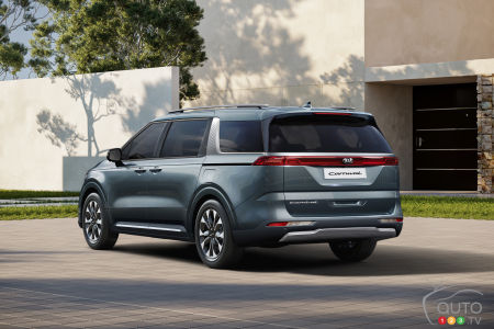 2022 Kia Sedona (Kia Carnival),  three-quarters rear