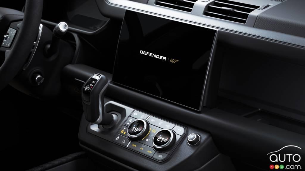 Land Rover Defender James Bond Edition, écran multimédia