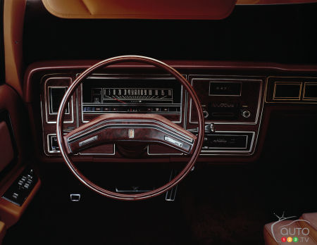 1975 Lincoln Town Car Continental, interior