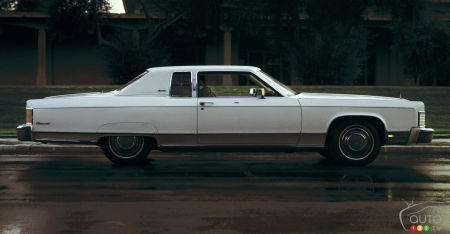 1975 Lincoln Town Coupe Continental, profile